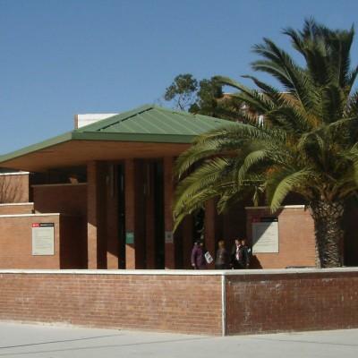 Façana del centre cívic de Torreforta