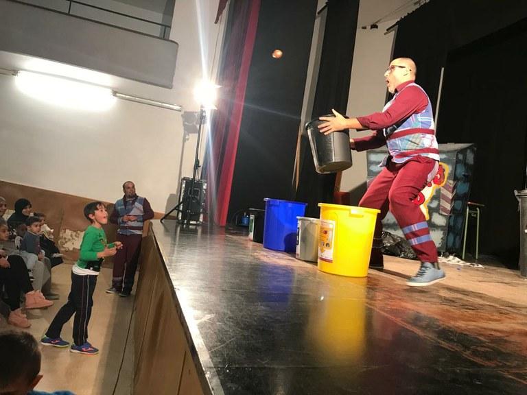 """Els Fadunito ens ensenyen a reciclar amb  la representació """"Propers"""""""
