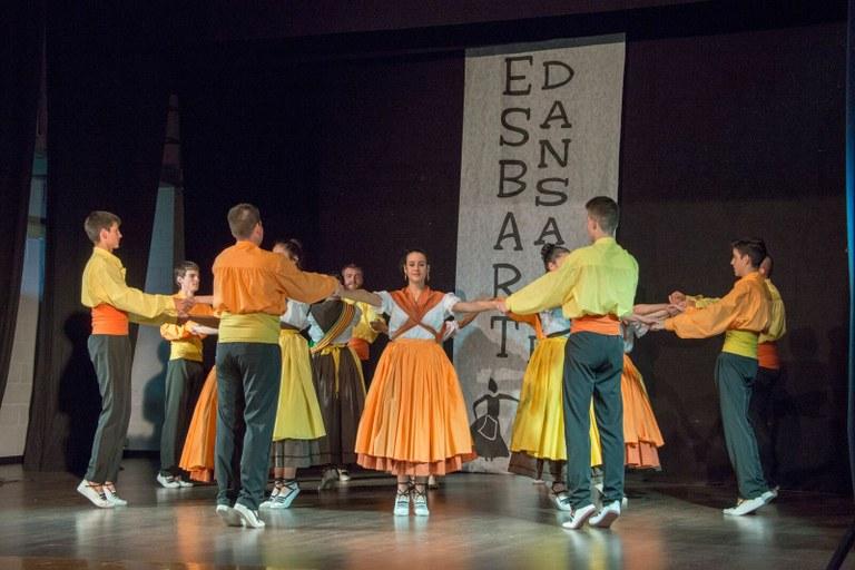 FESTIVAL D'ANIVERSARI ESBART DANSAIRE DE TARRAGONA AL CENTRE CÍVIC.