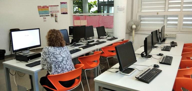 La Xarxa de Centres Civics posa en marxa el servei Connect@ per facilitar la realització de tràmits on-line