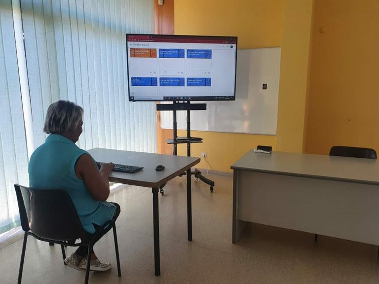 La Xarxa de Centres Cívics s'adapta a les noves necessitats de la pandèmia incorporant equips de videoconferències
