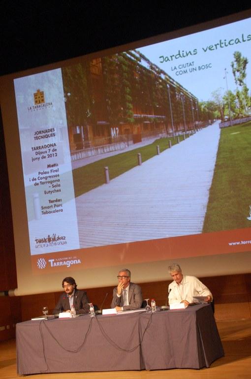 """La jornada sobre """"Jardins verticals: la ciutat com un bosc"""" registra una participació de 250 persones"""