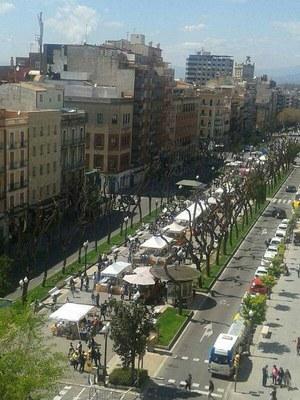 Venedors de llibres i flors de Tarragona ja es preparen per a la Diada de Sant Jordi