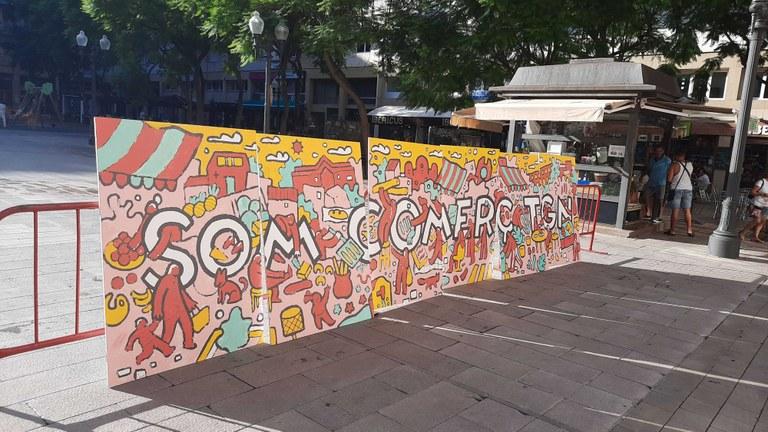El mural participatiu pintat pel Club dels Tarraconins s'exposa a la plaça Verdaguer