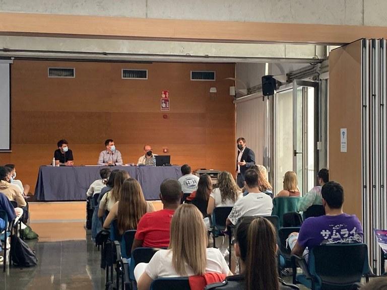 La Conselleria de Comerç organitza una jornada formativa a l'alumnat de l'Institut Vidal i Barraquer