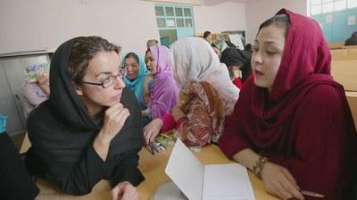 """""""Vestida de negre"""", el testimoni de la periodista Mònica Bernabé a l'Afganistan, demà a l'Antiga Audiència"""