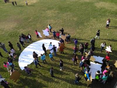 Trencaclosques gegant per una Tarragona de totes, una acció artística de 134 alumnes de les escoles El Miracle i Torreforta.