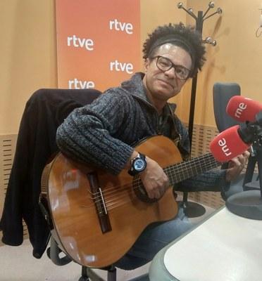 Dimir Viana: «És important que els oprimits tinguin colors per pintar, instruments per tocar, paper per escriure poesia, escenaris i carrers per representar i ballar. Això és un dret humà.»