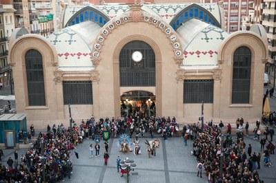 L'arribada del Carnaval omple de festa i colors els mercats de Tarragona