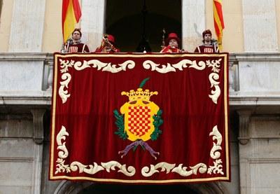 Macers i trompeters al balcó de l'Ajuntament de Tarragona