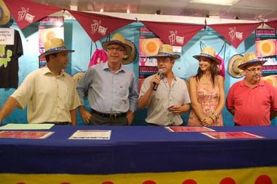 El Mercat Central inicia el repartiment del barret de les Festes