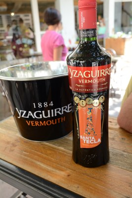 Ampolla de Vermut Izaguirre per Santa Tecla