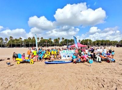 """Èxit de la primera jornada de pàdel surf """"Onades Inclusives"""" aquest dissabte"""