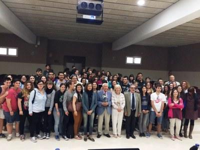 alumnes institut Vidal i Barraquer homenatge a Josep Vallverú