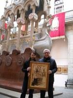 L'artista Suriet lliura un quadre a l'Ajuntament de Tarragona