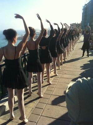 La dansa entra al teatre i surt al carrer amb motiu del Dia Internacional