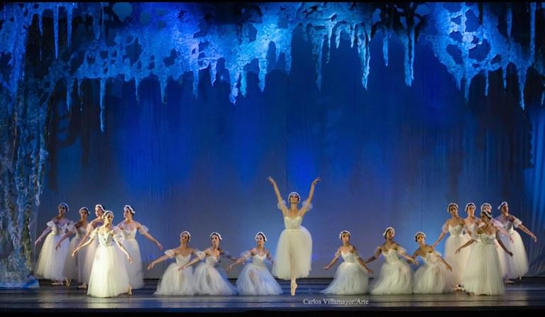 El Ballet Nacional d'Argentina i la gran barra de dansa clàssica al Balcó, en el Dia de la Dansa