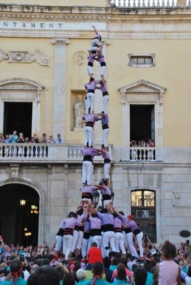 L'alcalde felicita les colles castelleres per l'agilitat en la Diada de Sant Joan