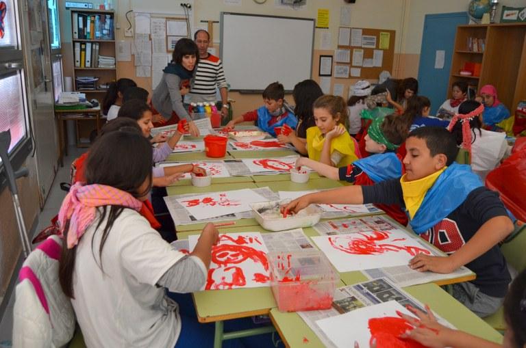 """""""L'artista va a l'escola"""" d'El Teler de Llum visita Torreforta"""