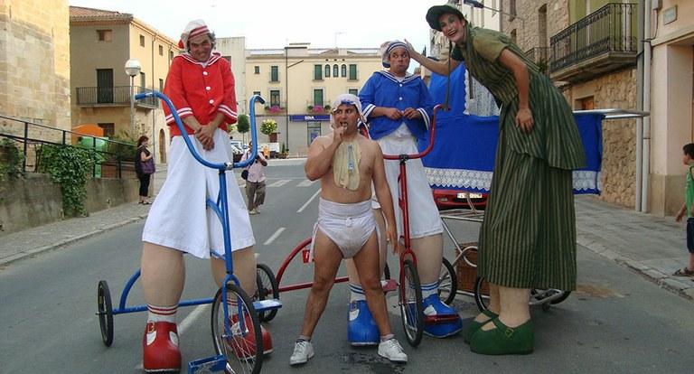 L'espectacle de carrer 'La gran família' convidarà demà a viure el Festival d'Estiu
