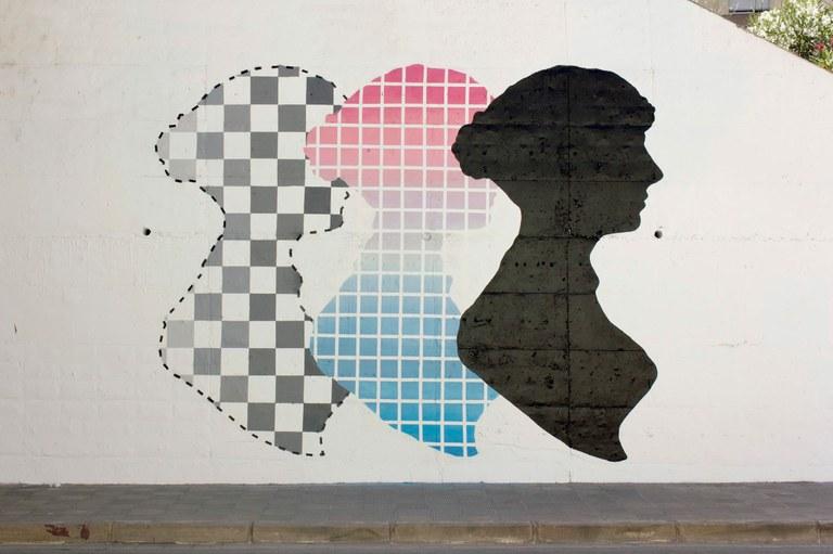 Un mural abstracte i un paviment de mosaic hidràulic, dues noves intervencions de Murs que Parlen