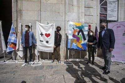 """El projecte """"De Tarragona, fem bandera"""" mostra a l'espai públic l'apoderament ciutadà a través de 12 obres d'art visual"""