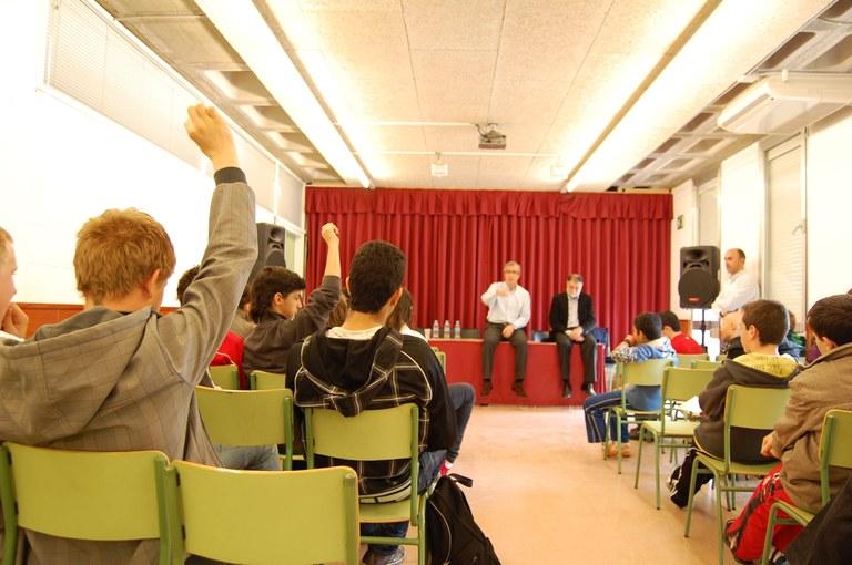 Josep Fèlix Ballesteros visita l'Institut Torreforta
