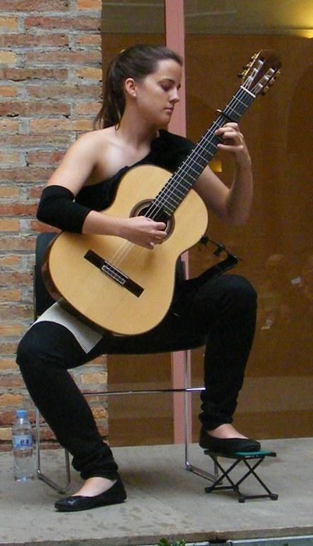 """La guitarrista Alba Varona tanca el cicle de concerts  """"Aixecant el vol"""""""