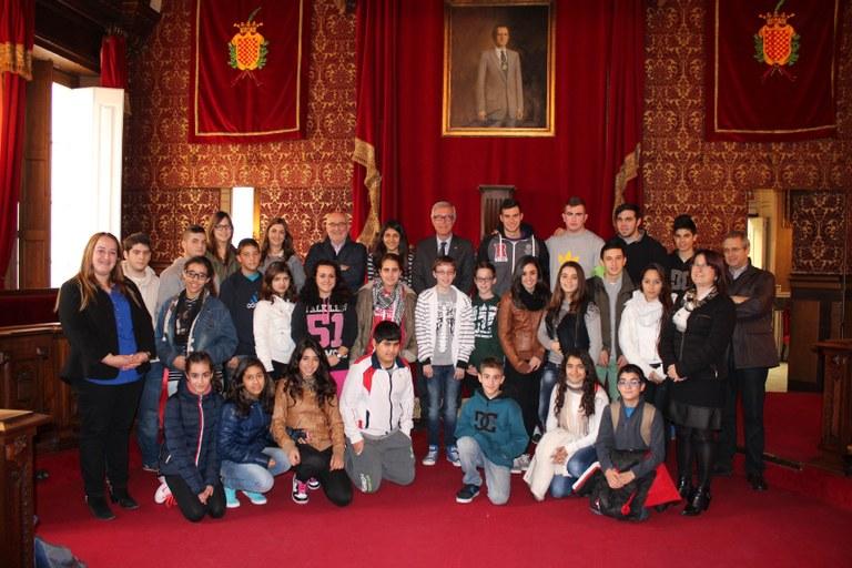 Els alumnes de l'institut Sant Pere i Sant Pau visiten l'Ajuntament