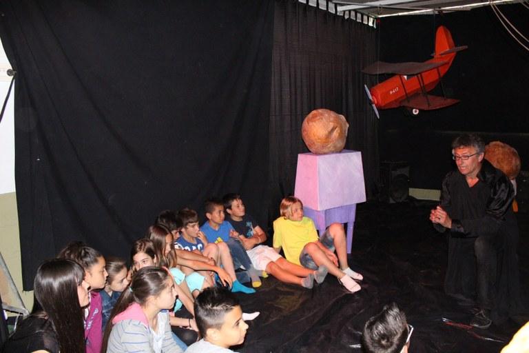 """Més de 350 alumnes descobreixen la capsa de """"El petit príncep"""" a l'IES Torreforta"""