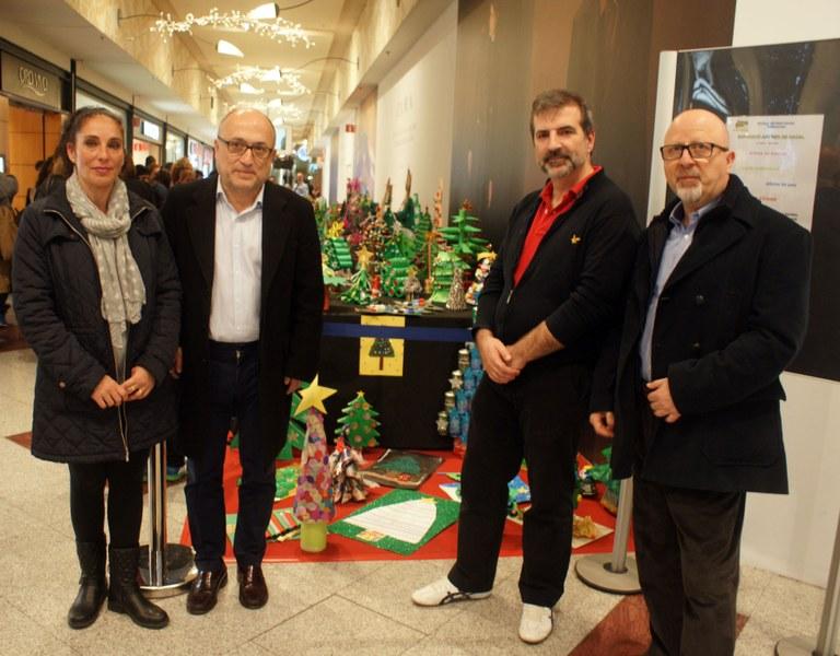 Exposició d'arbres de Nadal de l'Escola Pràctiques al centre comercial Parc Central