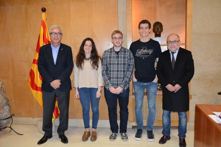 L'alcalde de Tarragona rep tres estudiants de batxillerat que han estat guardonats entre els millors d'Espanya