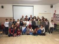 L'alcalde visita l'Escola Sant Salvador per conèixer el projecte d'aprenentatge musical 4 Cordes
