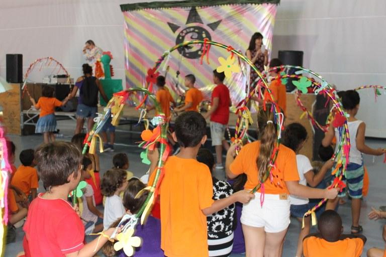 Prop de 400 infants han celebrat la festa de cloenda dels casals d'estiu de Tarragona