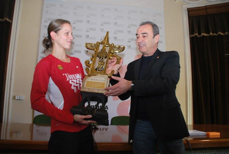 Natàlia Rodríguez rep el Trofeu Ciutat de Tarragona