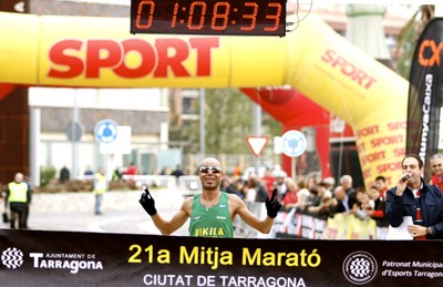 1.800 atletes van arribar a la meta de la 21a Mitja Marató Ciutat de Tarragona