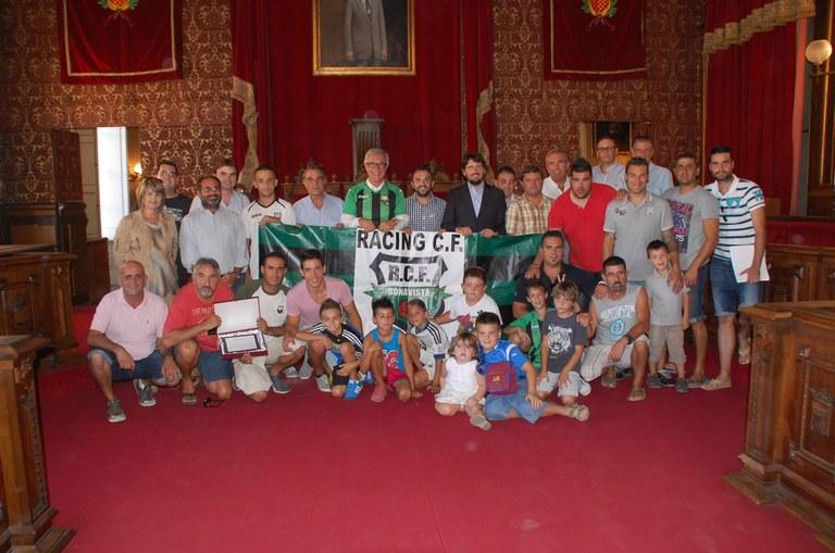L'alcalde de Tarragona, Josep Fèlix Ballesteros, va rebre ahir l'equip de futbol del Racing CF Bonavista