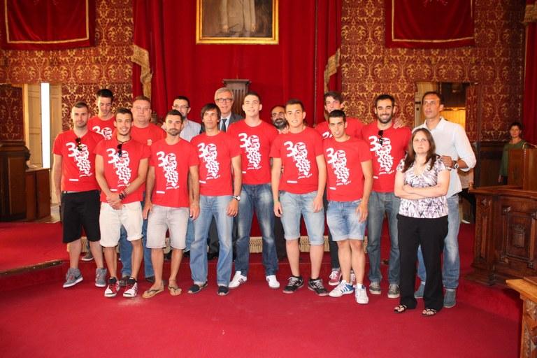 L'Ajuntament rep a l'equip sènior masculí del Club Voleibol Sant Pere i Sant Pau