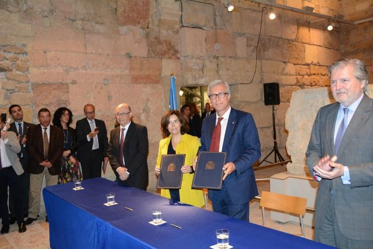 L'alcalde Ballesteros i la vicepresidenta Sáenz de Santamaría formalitzen l'acord de finançament dels Jocs Mediterranis