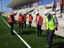 L'Alcalde Ballesteros visita les obres del camp de futbol municipal de Calafell, seu dels Jocs Mediterranis