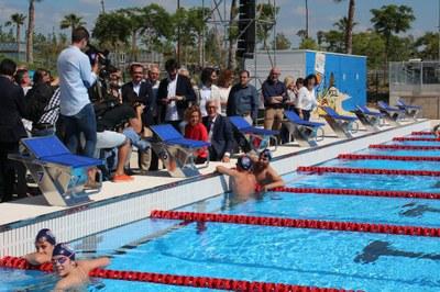 La ministra Meritxell Batet inaugura la piscina de 50 metres de Campclar