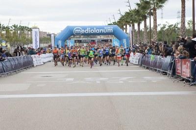 Més de 2.000 atletes estrenen amb èxit l'Anella Mediterrània com a epicentre de la Mitja Marató