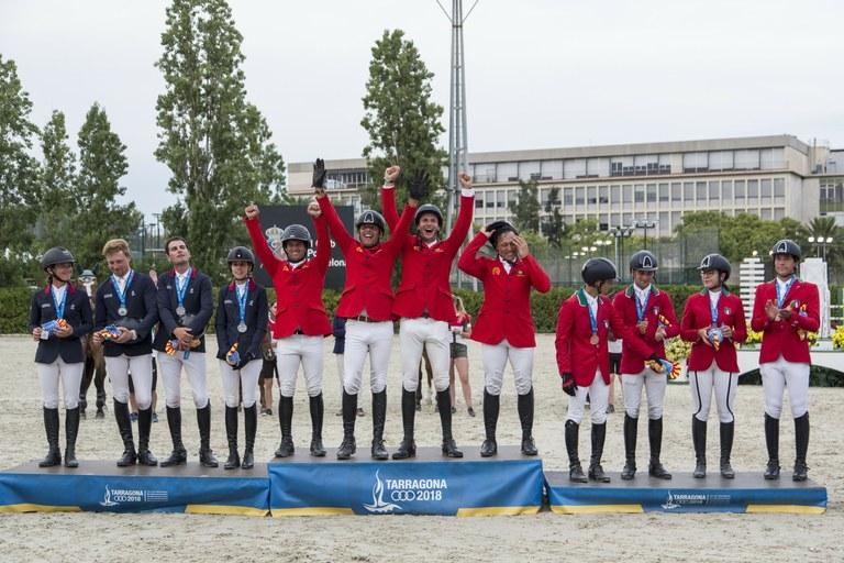 Portugal guanya l'or en salt d'obstacles per equips