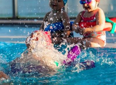 """El PMET ofereix de forma gratuïta a les escoles de Tarragona el programa """"Juguem a nedar"""" per al curs 2021-2022"""