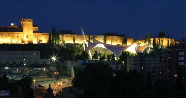 Vista nocturna de les muralles