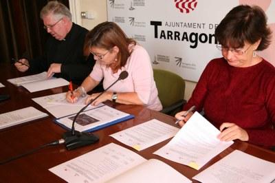 """Signatura del """"conveni marc de col·laboració entre l'Ajuntament, l'Arquebisbat i l'ICAC, per a l'estudi de la Basílica Visigoda de l'Amfiteatre romà de Tarragona"""""""