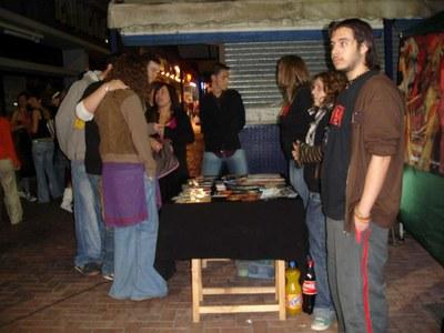 Acció informativa sobre consums de drogues i alcohol a la plaça de la Font