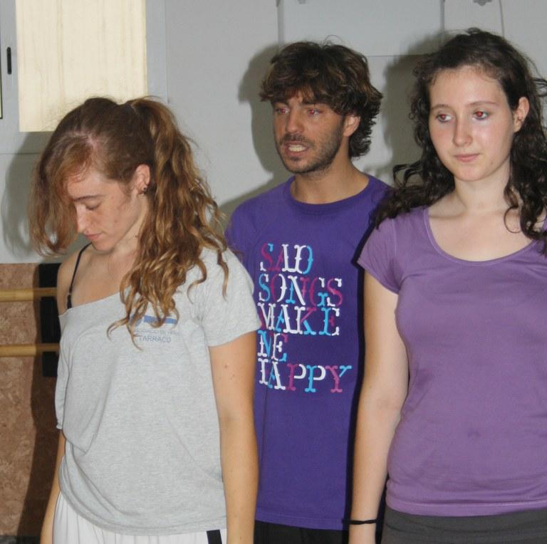 L'Estiu Jove balla al carrer amb Juan Carlos Verdú, concursant del programa de televisió 'Fama, a bailar!'
