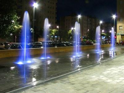 La Plaça de Cuba estrena noves fonts amb canvis de colors amb un tractament d'aigua respectuós amb el Medi Ambient