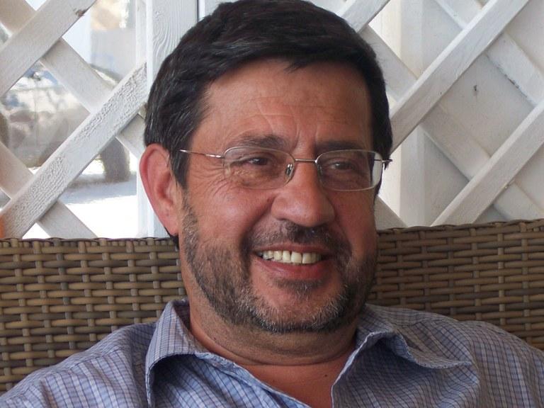 Joan Casas Fuster guanya el Premi Rovira i Virgili amb el llibre 'Amb la terra a la cintura'